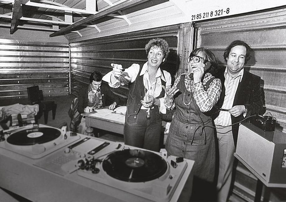Elisabeth Schnell im Radiostudio (1977)